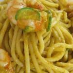 Spaghetti con gamberi e  fiori di zucca